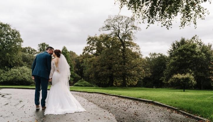 Real Bride Jenna – a beautiful rustic September wedding